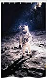 ABAKUHAUS Platz Schmaler Duschvorhang, Astronaut auf dem Mond, Badezimmer Deko Set aus Stoff mit Haken, 120 x 180 cm, Dunkelblau & Weiß
