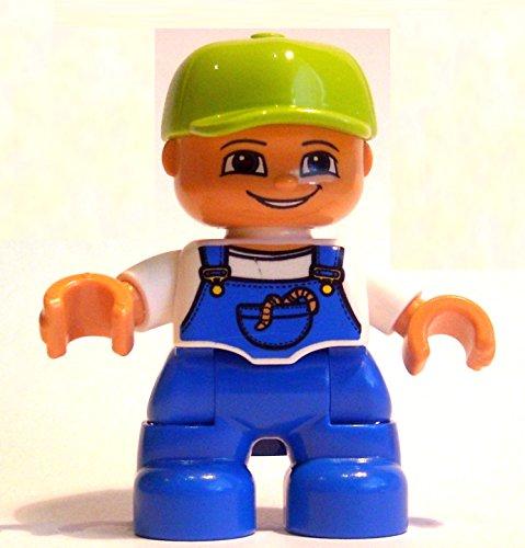 Lego Duplo Junge mit blauer Latzhose und grüner Baseballkappe