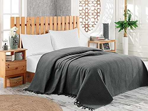 Pique Tagesdecke | Kuscheldecke 220x240 cm | Bettüberwurf mit Fransen | Extra große Wohndecke | Sofadecke 100% Baumwolle | Waffelpique | Anthrazit