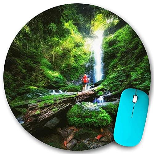 Rundes Mauspad Rutschfester Gummi, Freedom Beauty Laub Traveller Wood Red Thailand Rucksack Genießen Sie tropische, wasserdichte, haltbare Mausmatte Büro Desktops Persönlichkeit 7,9 'x 7,9'