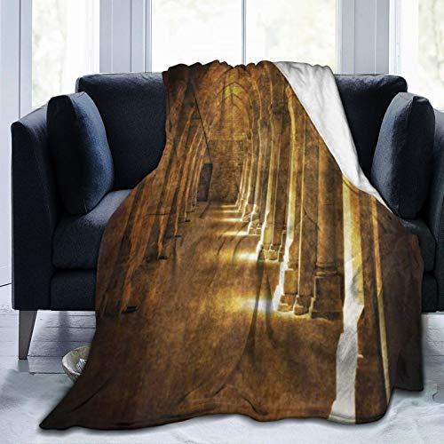 KIMDFACE Manta de Franela Suave,Arco gótico en Oscuro Edificio Antiguo Arquitectura histórica fotografía Imagen,Cama de Camping para sofá 153x127cm
