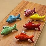 fbshop (TM) 6pcs 55mm Colorful de peces forma Tiradores Tiradores de pomos de cerámica para armarios cajones Aparador Armario Armario Armario Puerta de Cocina Muebles Incluye tornillos