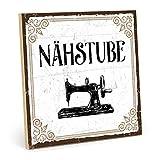 TypeStoff Holzschild mit Spruch – NÄHSTUBE – im