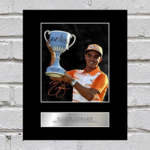Rickie Fowler Ondertekend Gemonteerd Foto-Display Deutsche Bank Kampioen