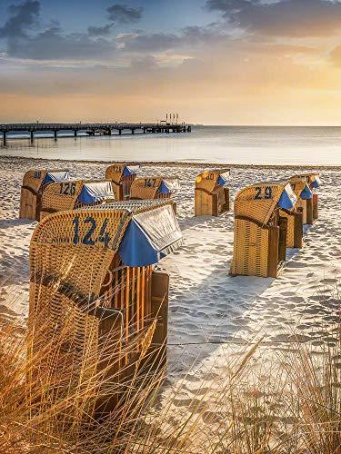 Wandbild auf Alu-Dibond. Strandkoerbe im Sonnenaufgang am Ostsee Strand von Scharbeutz. Galerie Fine Art Fotografie Print auf AludibondKunst Wanddeko Wand Foto Bild
