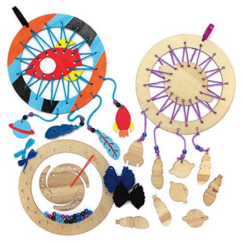 Baker Ross AX213 Sonnensystem Traumfänger aus Holz Bastelset für Kinder - 4 Stück, Kreativsets und Bastelbedarf für Kinder zum Basteln und Dekorieren zur Winterzeit