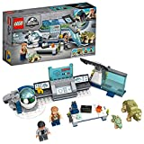 LEGO JurassicWorld Il laboratorio del Dottor Wu: fuga dei baby dinosauri, Playset con la minifigura di Owen, 75939