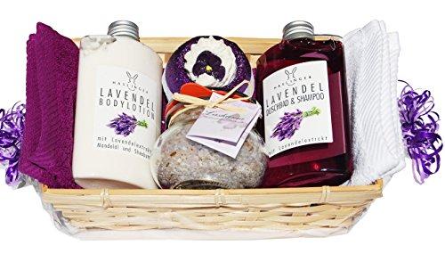 Lashuma SPA Lavendel Wellness Geschenkset 7 tlg. Duschgel, Bodylotion, 1x Badebombe, 1x Badesalz im Glas, 2 x Handtuch 30x50cm Lila und Weiß im Geschenkkorb