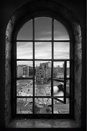 Wandbild auf Alu-Dibond. Blick durchs Fenster auf die Hamburger Speicherstadt mit Elbphilharmonie. Schwarz-weiß Bild.Galerie Fine Art Fotografie Print auf AludibondKunst Wanddeko Wand Foto Bild