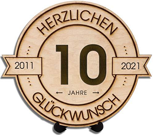 DARO Design - Holzscheibe graviert - 10 Jahre - Größe 20cm- Geschenk zum Jubiläum, 10 Geburtstag, Jahrestag - Herzlichen Glückwunsch