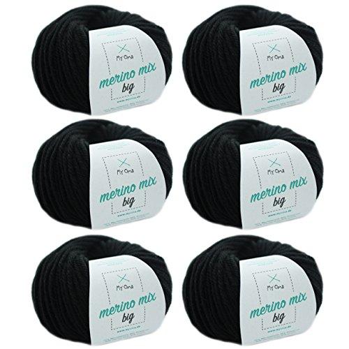 MyOma Wolle zum Stricken - Merinowolle schwarz (Fb 3200) - 6 Knäuel Schwarze Merino Wolle zum Stricken – Dicke Wolle + GRATIS Label – 50g/75m – Nadelstärke 6-7mm – weiche Wolle – Merino Garn