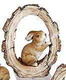 dekojohnson Deko-Hase Osterhase in Baumscheibe sitzend Baumstumpf-Deko Gartenfigur Gartendeko Osterdeko Osterfest braun 17x20cm Langohr Kaninchen