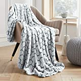 VEEYOO Throw Blankets Twin Size - Fluffy Warm Blankets and Throws for All Seasons, Soft Cozy Flannel Plush Blanket for Couch, Sofa, Office, Grey Honeycomb Pattern