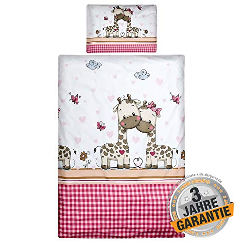 Aminata Kids Kinderbettwäsche Giraffe 100x135 Baumwolle Mädchen rosa pink weiß - Dschungel-Tiere-Motiv - Giraffen & Herzen Kinder-Bettwäsche-Set mit Safari-Motiv - Bettbezug Kinder-Bett kariert