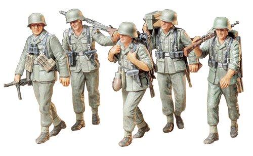 TAMIYA 35184 1:35 WWII Fig.-Set MG-Trupp i.Manöver(5), Modellbausatz,Plastikbausatz, Bausatz zum Zusammenbauen, detaillierte Nachbildung