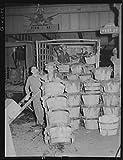 HistoricalFindings Photo: Washington Market,New York City,NYC,Farm Security Administration,Rothstein,FSA