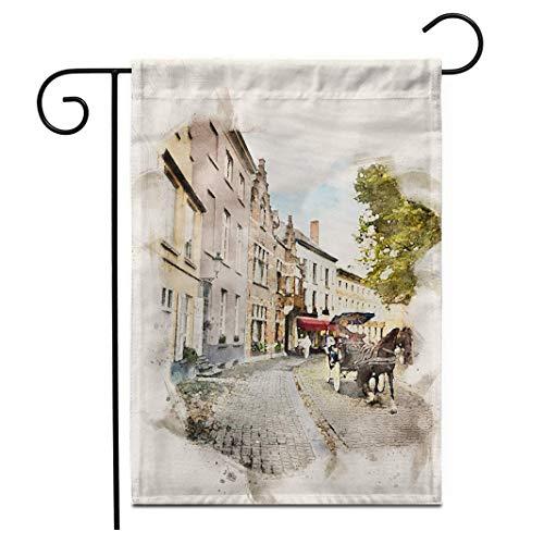 12.5 'x 18' Bandera de jardín Acuarela de un carruaje de caballos que atraviesa el casco antiguo Brujas Arquitectura belga Banderas decorativas de patio de la casa decorativa de doble cara al