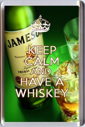 Keep Calm and Have a Whiskey Kühlschrankmagnet Gedruckt Auf ein Bild der eine Flasche Jameson und zwei Gläser. Ein einzigartiges Geschenk für einen Irish Whiskey Liebhaber.