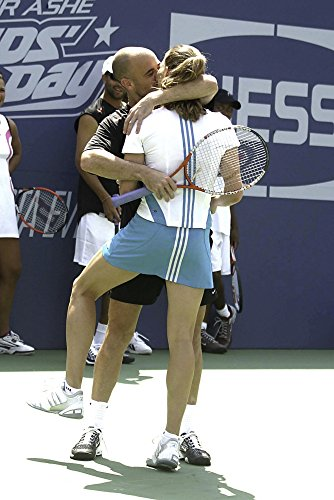 Celebrity Photos Andre Agassi Kissing Steffi GRAF on a Tennis Court Photo Print (60,96 x 76,20 cm)