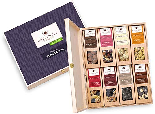 """WELLNUSS ,,Herrenabend"""" - Premium Geschenk-Set für Männer I In hochwertiger Birkenholzbox I 8 außergewöhnliche Nuss- & Schokoladen-Snacks I Feinkost Geschenkidee für Mann, Chef, Vater, Schwiegervater"""