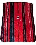 Accessori Squadre Ufficiali calcio Trapunta 1 piazza letto singolo Materiale : 100% Cotone, Imbottitura 100% Poliestere Misure : 160x260 cm. (letto singolo) Colore : rosso nero Prodotto ufficiale licenziato A.C. Milan