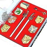 10 piezas Attack on Titan Shingeki No Kyojin Wall Maria Rose Sina Gold Badge Dual Gun Sword Blade Pendant Charm Collar Eren's Key Keychain Cosplay Accessory Jewelry Set en una caja de colección