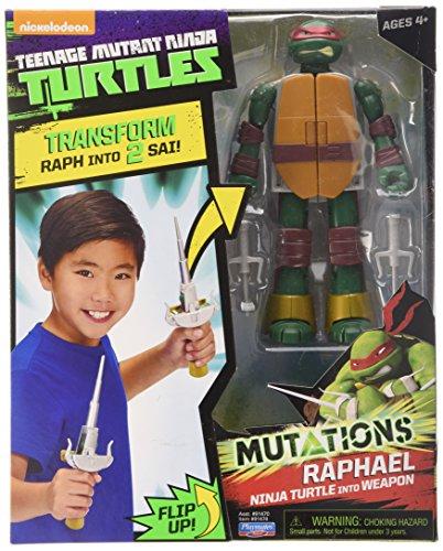 Raph figura si trasforma nelle sue lame sacre. Action figure Raph completamente articolate. Include un accessorio per armi. Leo e Mike sono anche disponibili per la raccolta. Prodotto con licenza ufficiale TMNT.