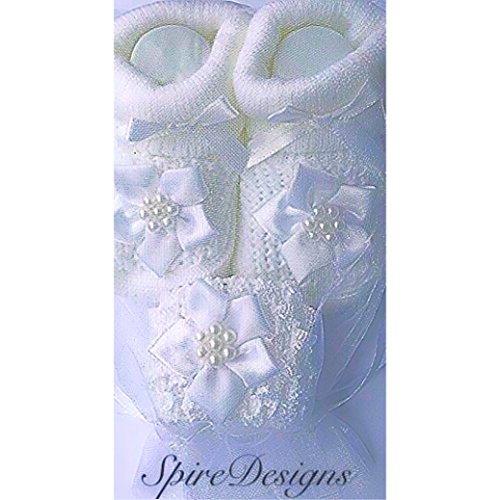 Bebé niñas de punto recién nacido Color Blanco Flores Patucos bautizo patucos calcetines zapatos y ganchillo Heaband–en caja de regalo (0–3meses