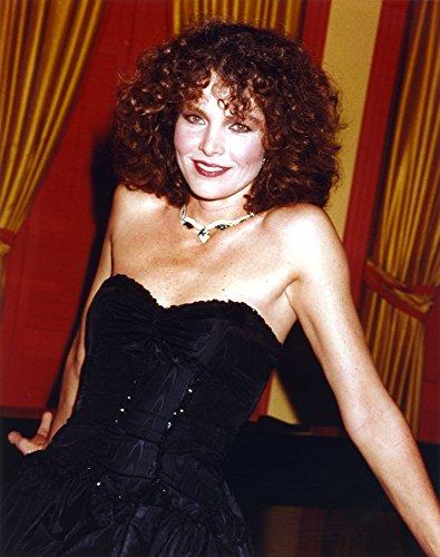 Celebrity Photos Lois Chiles Posed in Black Dress Photo Print (20,32 x 25,40 cm)