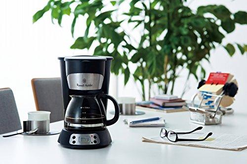 お母さんだけでなく、家族で共有できる家電を贈っても◎  イギリス生まれの家電ブランド、Russell Hobbs (ラッセルホブス)のコーヒーメーカーです。黒とシルバーのスタイリッシュな雰囲気でリビングに出しておいても違和感がありませんね。