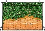 LYWYGG 7X5FT Fondo de pared de ladrillo rojo de hoja verde Fondo de interior al aire libre Fondo de pared de ladrillo de selva verde Fondo de estudio Fondo de fiesta de cumpleaños de hoja verde CP-323