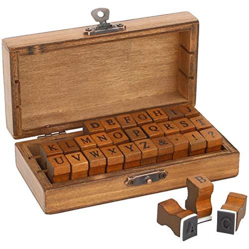 com-four® 31-teiliges Stempelset Gummi-Stempel in Einer rustikalen Holzbox mit Buchstaben (Alphabet) und Sonderzeichen (01 Stück - 30 Zeichen)