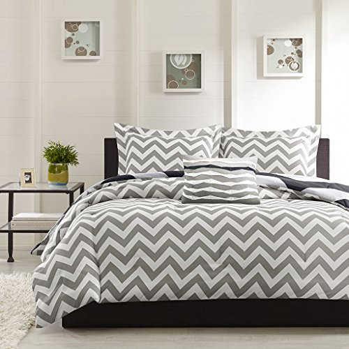 HUESLAND by Ahmedabad Cotton 160 TC Cotton Double Bedsheet with 2 Pillow Covers - Modern, White and Grey