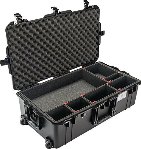 PELI 1615 Air Trolley Leggero Protettivo per Attrezzatura Fotografica, Impermeabile e resistente alla polvere, 71L di Capacità, Fabbricato in USA, Con sistema di divisori TrekPak, Colore: Nero