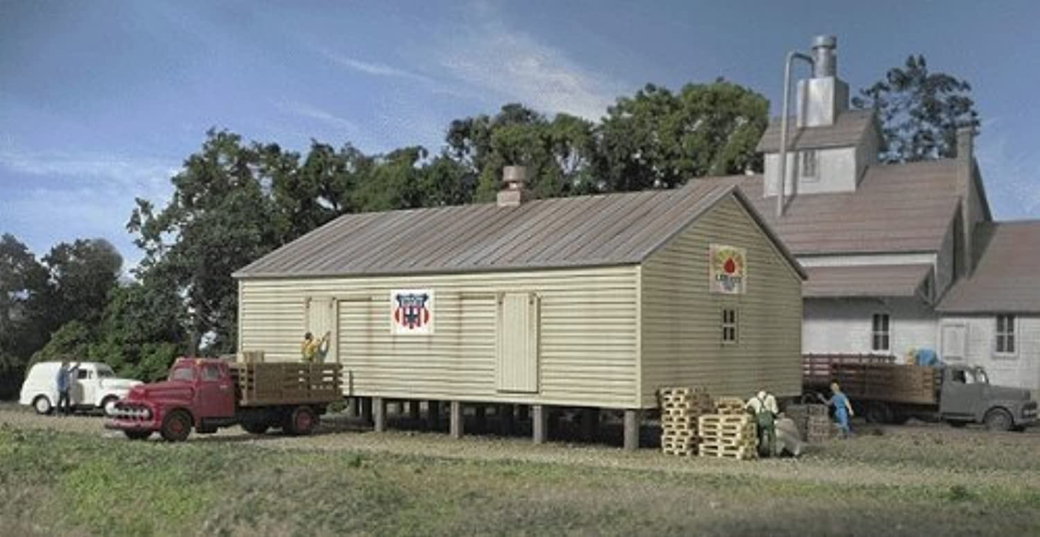 Walthers Cornerstone  Coop Storage Shed Kit N by Walthers