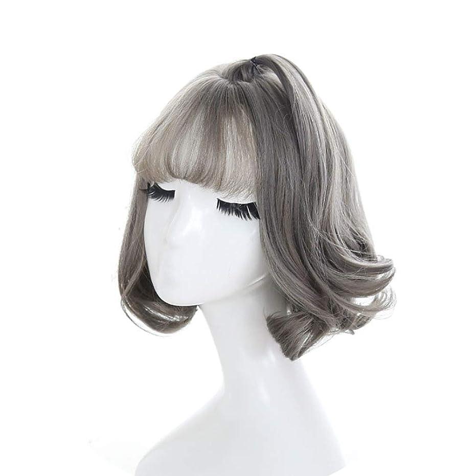 ラリー子犬小説家ウィッグふわふわのエアバンズ短い縮毛の髪自然の顔の波打ち際の頭のファッション短い髪の梨のかつらのかつら
