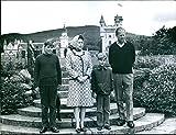 La reina Isabel II y el príncipe Felipe con el príncipe Andrés y el príncipe Eduardo - Vintage