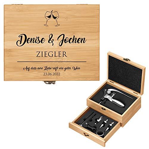 Murrano Weinöffner-Set personalisiert Weinset Sommelier Set - Geschenkbox Holzbox + 8er Weinzubehörset - aus Bambus - Braun - Geschenk Hochzeit Hochzeitstag Paar - Weingläser