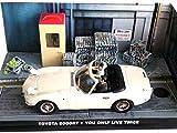 - Auto 1/43 Compatibile con Toyota 2000GT + 2 Personaggi / James Bond 007 del Film Vivi Solo Due Volte (DY007AP)