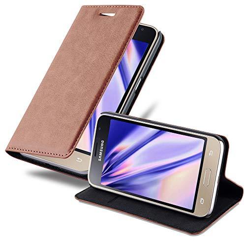 Cadorabo Hülle für Samsung Galaxy J1 2016 (6) - Hülle in Cappuccino BRAUN – Handyhülle mit Magnetverschluss, Standfunktion & Kartenfach - Case Cover Schutzhülle Etui Tasche Book Klapp Style