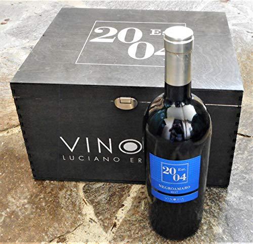 6 Flaschern Est. 2004 Negroamaro IGT 2019 in edler Original-Holzkiste von Vinosia - Apulien (6x0,75l), trockener Rotwein aus Apulien