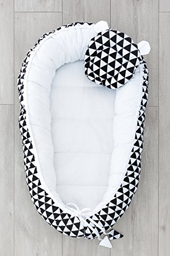 LOOLAY® 2seitig Kokon + Bärchen-Kissen Nestchen Babynestchen Babykokon Kuschelbett Baby-Reisebett Babybett (Dreiecke schwarz/weiß)