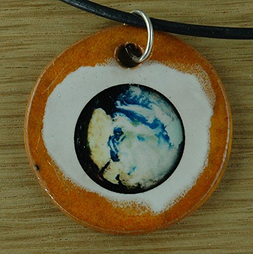 Echtes Kunsthandwerk: Toller Keramik Anhänger mit unserer Erde; Globus, Terra, Welt, blauer Planet, Wandelstern, Sonne, Erde, Mond