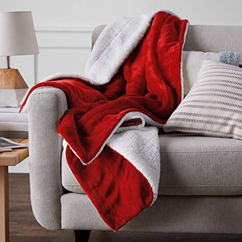 AmazonBasics Soft Micromink Sherpa Blanket - Twin, Red