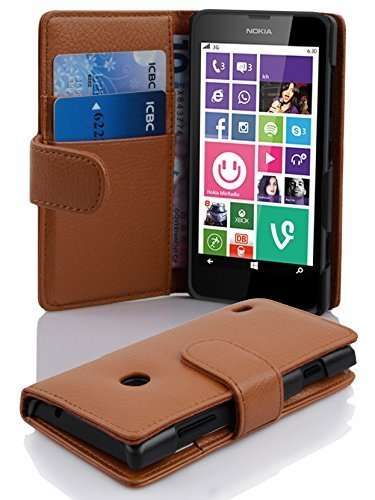 Cadorabo Hülle für Nokia Lumia 630/635 - Hülle in Cognac BRAUN – Handyhülle mit Kartenfach aus struktriertem Kunstleder - Hülle Cover Schutzhülle Etui Tasche Book Klapp Style