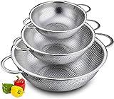 BUZIFU Coladores de Cocina Acero Inoxidable Microperforado con Asas y Base, Juego de 3 Escurridores para Pasta y Arroz, para Lavar Frutas Verduras Carnes Pescados, Fácil de Apilar(16,5/22,5/25,5 cm)