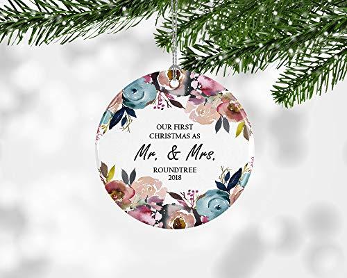 Dozili Ideas de Regalo de Boda para la Novia Primera Navidad Adorno Moderno de Navidad Mr y Mrs. Adorno Floral de Navidad para Regalo de Boda Nuestro Primer Regalo Casado