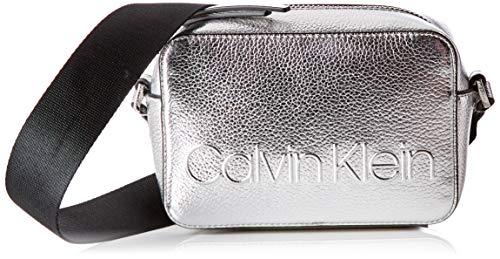 Calvin Klein - Edged Camera Bag Met, Bolsos bandolera Mujer, Gris (Silver),...