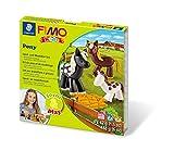 STAEDTLER 8034 08 LY Fimo kids form&play Set Pony superweiche, ofenhärtende Knete, kinderleichte Anleitung, wiederverschließbare Box, Set mit 4 Fimo Blöcken, 1 Modellierstab und 1 Spielkulisse -