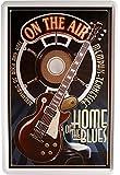 Num 850 Plaque en tôle rétro Motif de guitare avec message en anglais Home of the Blues 20 x 30 cm Plaque publicitaire